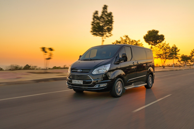 Xe Ford 7 chỗ cho gia đình Ford Tourneo 2020 mới