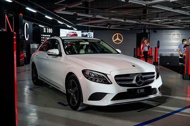 Mercedes-Benz C-Class giảm giá tới 100 triệu đồng